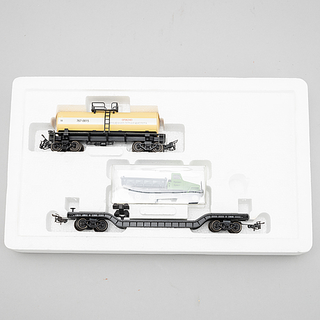 Märklin, engines and traincars, scale h0, in boxes.