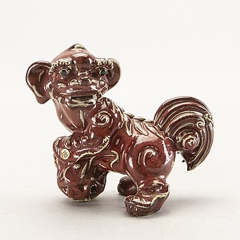 A Chinese figurine first half of the 20th century.