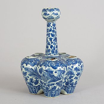 A Chinese blue and white porcelain tulip vase, Qing dynasty, Guangxu (1872-1908).