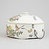 A chinese porcelain food container with lid, around the year 1900.