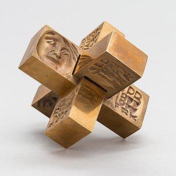 Laila Pullinen, sculpture/medal, bronze, signed LP, numbered 5199.