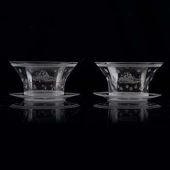 Edward Hald, a set of two engraved glass bowls with plates, model 149, Orrefors, 1920's.