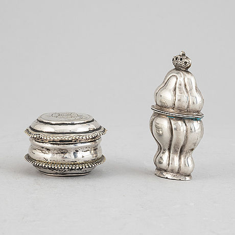 Two early 19th century silver snuff boxes.