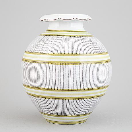 Stig lindberg, a model 139 faience vase, gustavsberg.