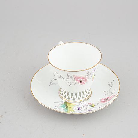 Eight porcelain coffeecups with saucers, kusnetsov, russia, around 1900.