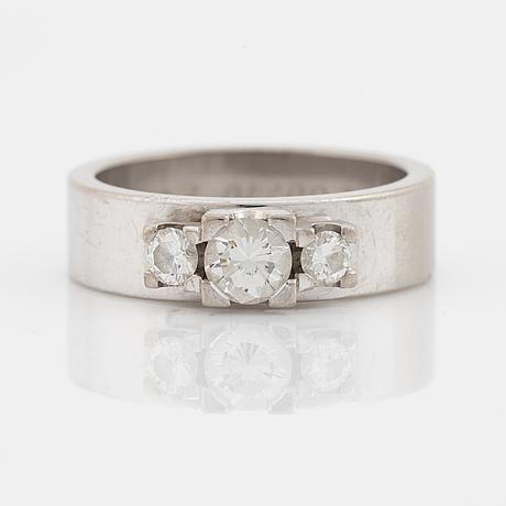 Ring, 18k vitguld med briljanter.
