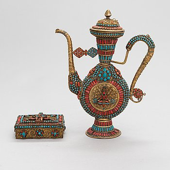 An early 20th century Nepalese pot and box.