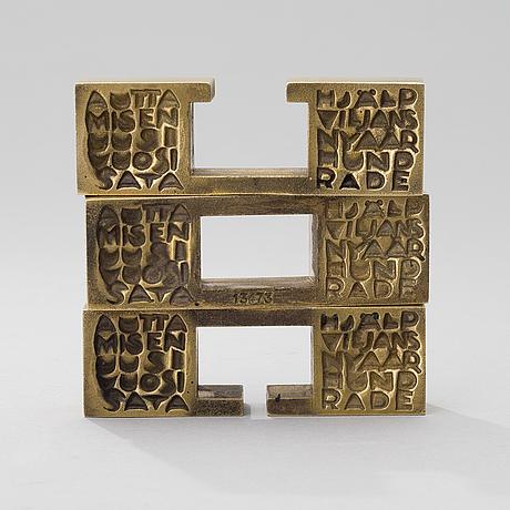 Laila pullinen, sculpture / medal, bronze, signed lp, numbered  13473.
