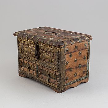 An Indian miniature chest with brass and iron, 19th/20th century.