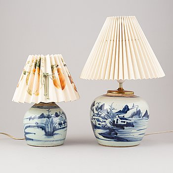 Two chinese porcelain table lamps, 19th century.