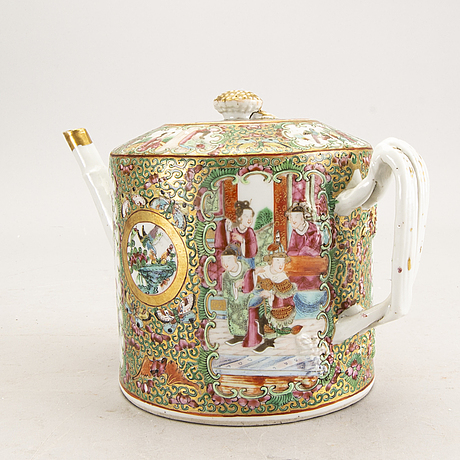 A chinese kanton porcelain teapot second half of the 19th century.