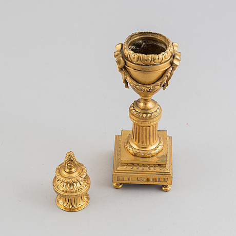A pair of empire style bronze cassolettes, 19/20th century.