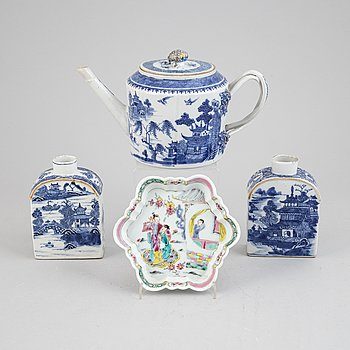 A chinese blue and white porcelain tea pot, two tea caddies, and a dish for a tea pot, Qing Dynasty, Qianlong (1736-95).