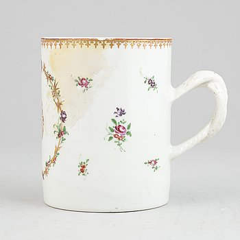 A Chinese famille rose porcelain jug, Qing dynasty, Qianlong (1736-1795).
