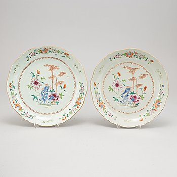A pair of Chinese famille rose porcelain dishes, Qing dynasty, Qianlong (1736-1795).