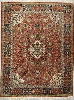 Carpet, semi-antique, Tabriz, ca 389 x 296 cm.