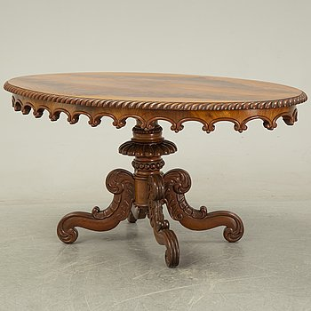 A mahogany rococo style center table, second half of the 20th Century.