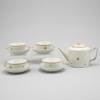 A set of four tea cups and dishes, and one teapot, Qing dynasty, Qianlong, (1736-95).