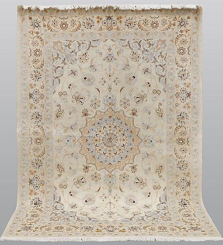A rug nain, part silk, s.k 9laa, ca 245 x 160 cm.