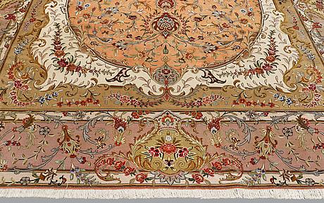A carpet, figural tabriz, sk 50 radj, ca 425 x 300 cm.