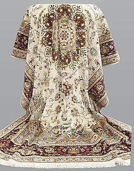 A carpet, Tabriz, Part Silk, sk 50 Radj, ca 301 x 203 cm.