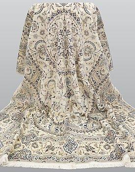 A carpet, Nain, Part silk, sk, 6 LAA 355 x 252 cm.