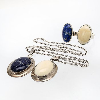 Pendant with chain, pendant and 2 rings, silver, white coral, sodalite and lapis lazuli.