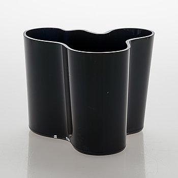 Alvar Aalto, a '3030' vase signed Alvar Aalto Iittala.