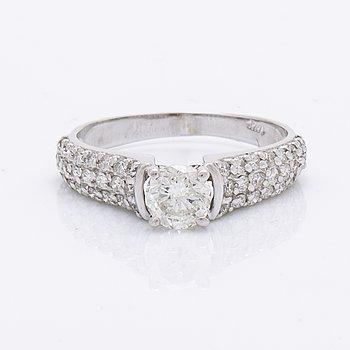 Ring 14K whitegold centerstone 0,59 ct F SI1, 48 brilliant-cut diamonds 0,45 ct D-F VVS1-VS2, AIG certificate 2021.