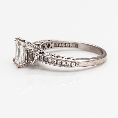 An 18k white gold ring with diamonds ca. 1.71ct in total. tacori. with gia certificate.