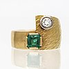 Ring 18k gold 1 emerald approx 4 x 4 mm and 1 brilliant-cut diamond approx 0,20 ct, total vikt 16,6 g, size approx 49.