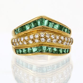Ring 18k gold emeralds and brilliant-cut diamonds approx 0,30 ct in total.