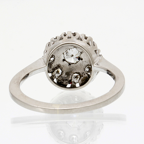 Ring 18k whitegold brilliant-cut diamonds approx 0,50 ct in total.