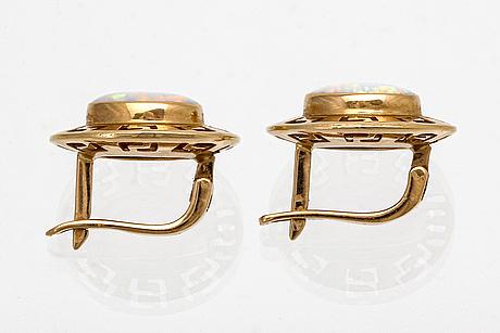 Earrings 14k gold 2 opals, hook fittings, height approx 15 mm.