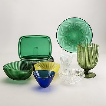 A set of 12 Arthur Percy plates, bowls and vases mostly Reffla Gullaskruf mid 1900s.