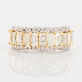 Baguette and brilliant cut diamond ring.