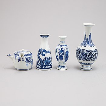 Two Chinese porcelain miniature vases, vase and miniature teapot, Kangxi (1662-1722) late Qing dynasty and 20th century.