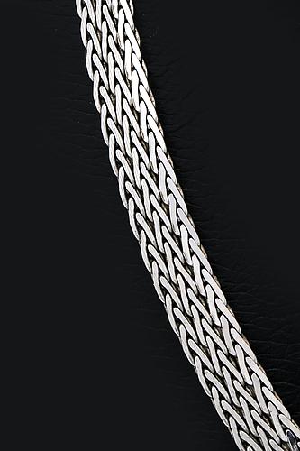 An 18k white gold chain, unoaerre, italy, 27g.