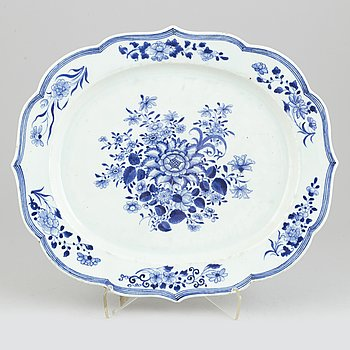 A Chinese blue and white porcelain european silver shaped export dish, Qing dynasty, Qianlong (1736-1795).