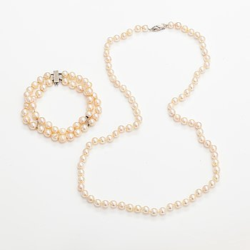 A pearl collier and two-strand pearl bracelet with cultured pearls and sterling silver.