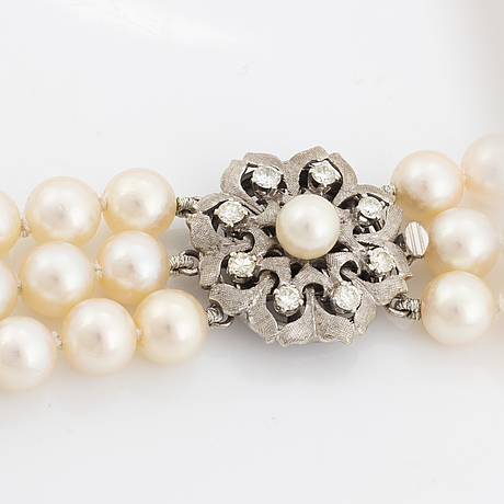 A three strand cultured pearl necklace.