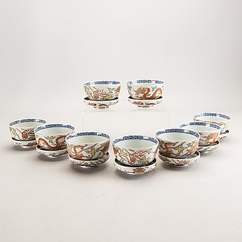 A set of 9 Chinese porcelain rise bowls with lid 20th century.