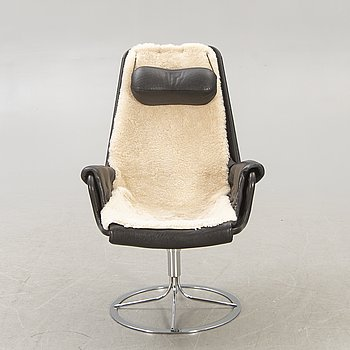A Bruno Mathsson leather Jetson swivel chair for DUX later part of the 20th century.