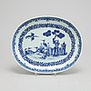 A blue and white serving dish, qianlong (1736-95).