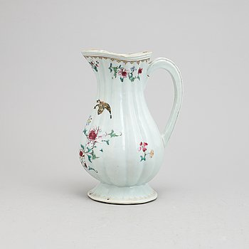 A Chinese famille rose porcelain ewer, Qing dynasty, Qianlong (1736-1795).