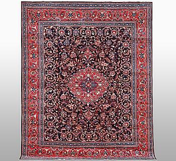 A carpet, Sarouk, ca 325 x 241 cm.