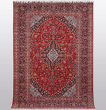 A carpet, Kashan, ca 300 x 204 cm.