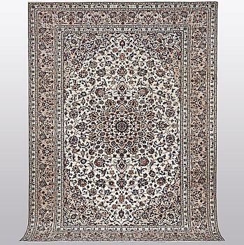 A carpet, Kashan, ca 348 x 242 cm.