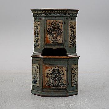 A painted Swedish corner cabinet, Hälsingland, Sweden, dated 1804.