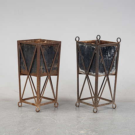 A matched pair of garden planters, late 20th century.